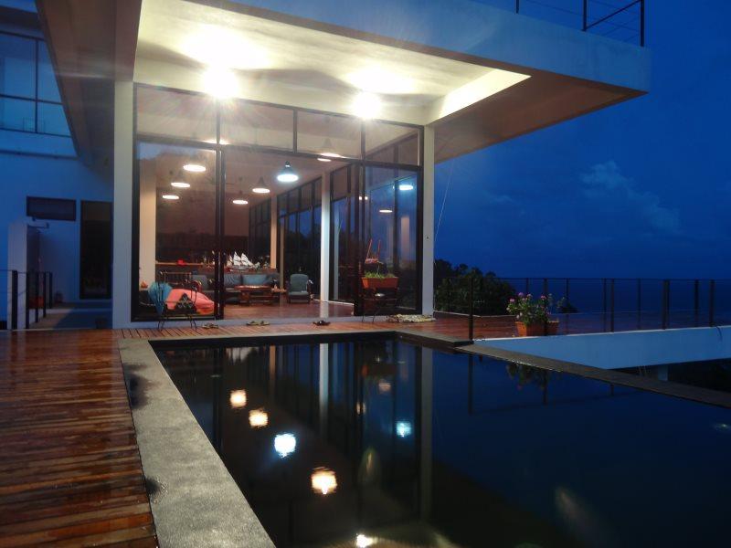 Luxury contemporary villa with amazing seaview, aluguéis de temporada em Koh Tao