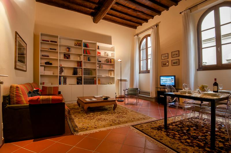 Real Home Luxury Apartments 20 steps from Duomo; WiFi, Elevator equipped (N. 1), holiday rental in Florence