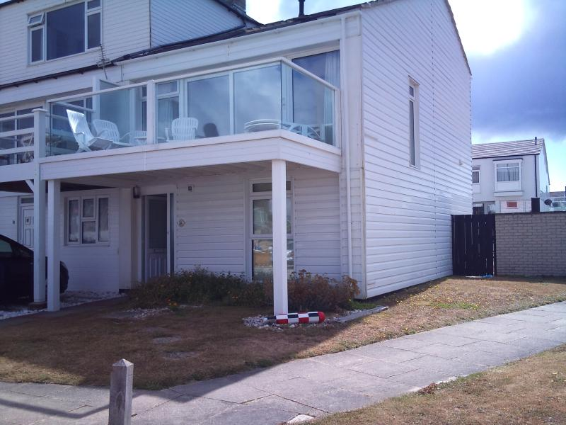 Beach house, great sea views, high standard, private beach access, vacation rental in Chichester