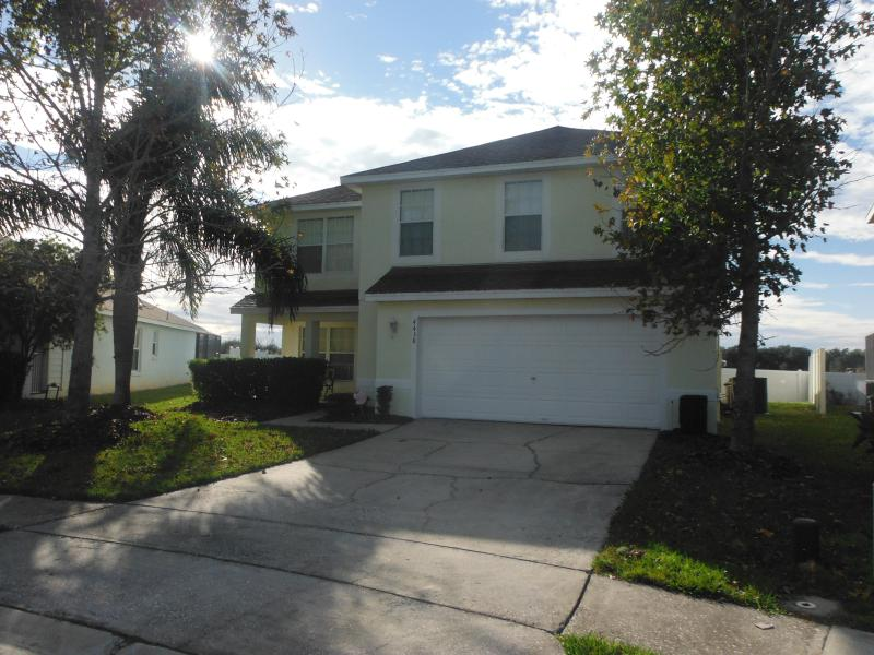 Beautiful 4 bedroom home with front seating area