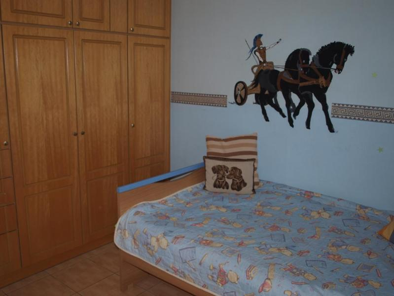 Bedroom with 1.5 size bed