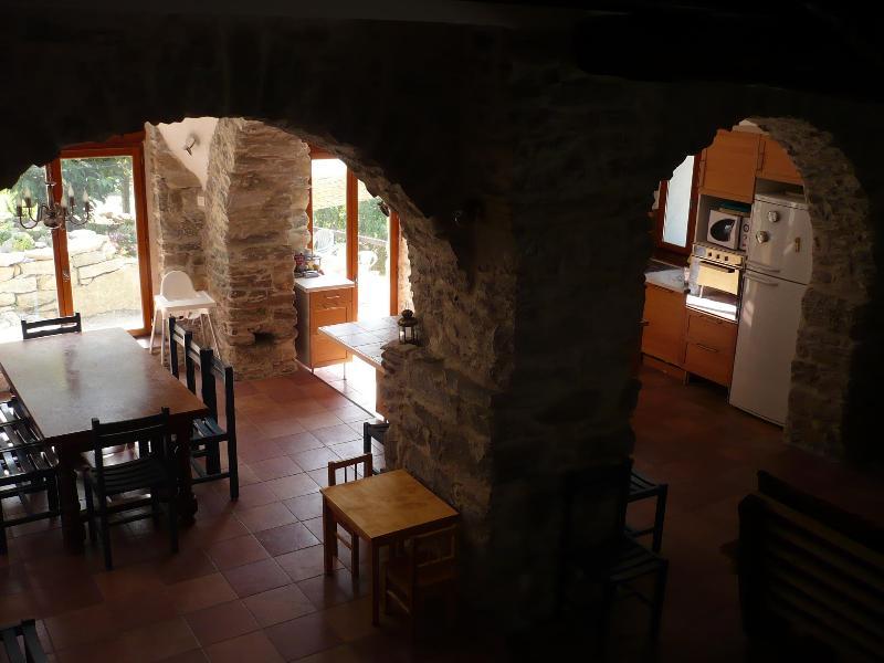 large River-side stone mill with swimming pool, casa vacanza a Agaggio Inferiore