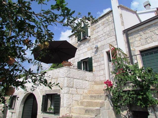 DALMATIAN STONE SUMMER HOUSE, VILA POSTUP, TUČEPI, vacation rental in Tucepi