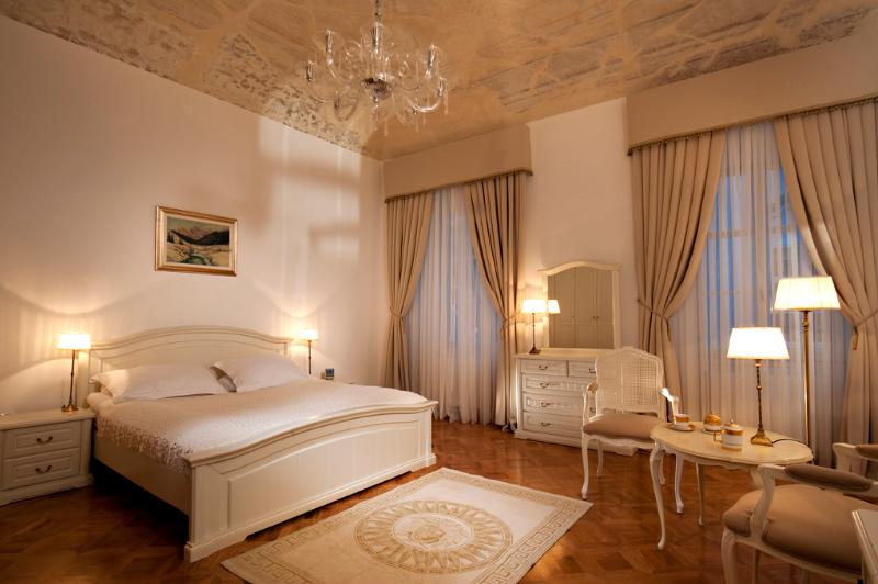Antiq Palace, Two-bedroom Apartment (135 sqm), holiday rental in Ljubljana
