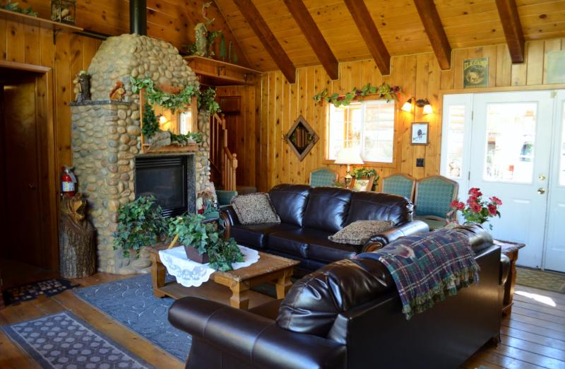 Alpine Forest Lodge ~ Great for Family Reunions, and other group gatherings.  10 Bedroom/ 11 Baths, casa vacanza a Duck Creek Village