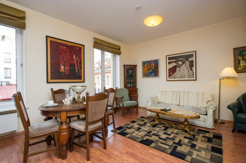 Luxury Old Town French Balcony King Suite, Ferienwohnung in Tallinn