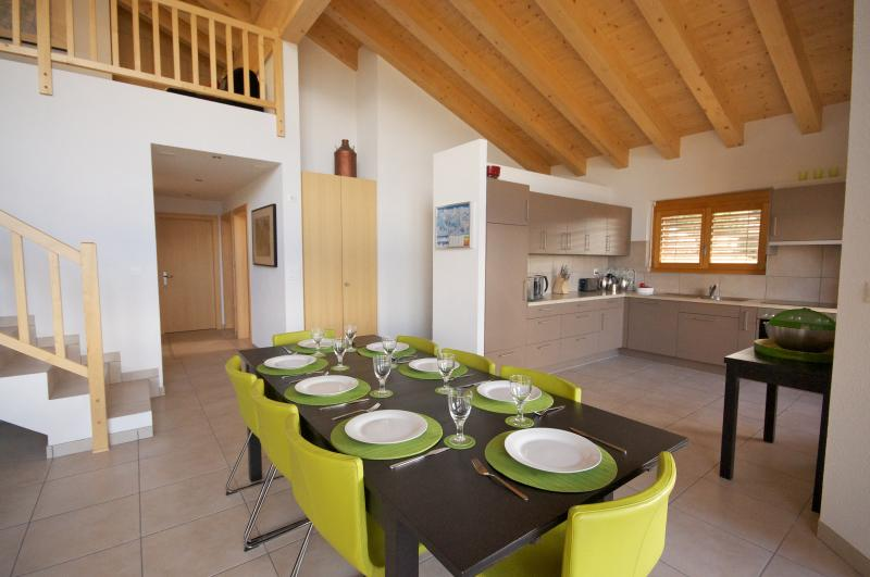 155m² dining and living area