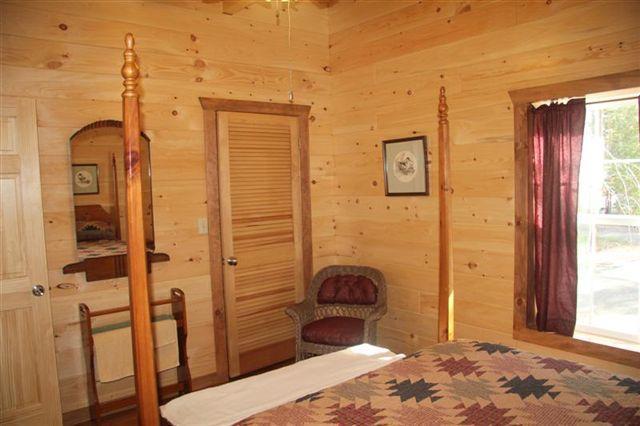 queen bed in upstairs bedroom