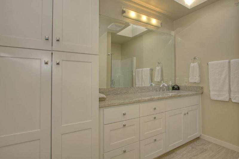 Newly remodeled Main bathroom