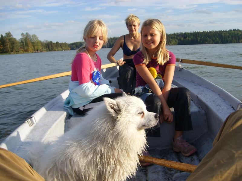 Tessu and the girls are rowing.