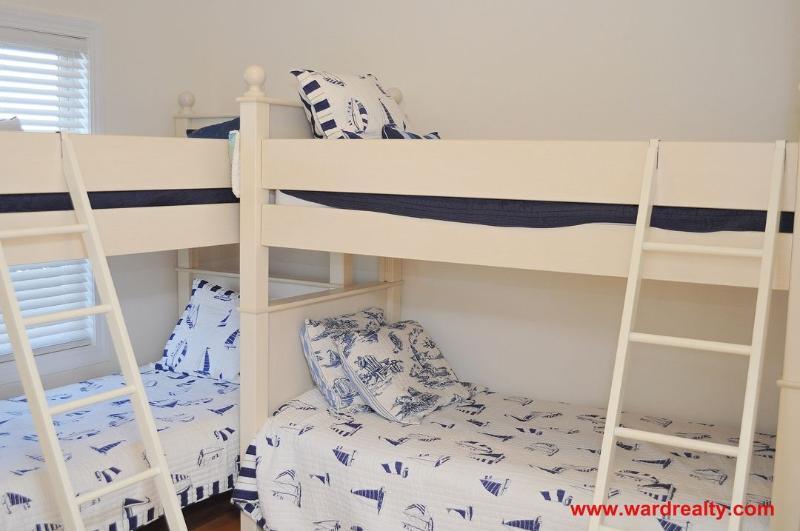 1st Floor Streetside Bedroom - 2 Bunk Bed Sets