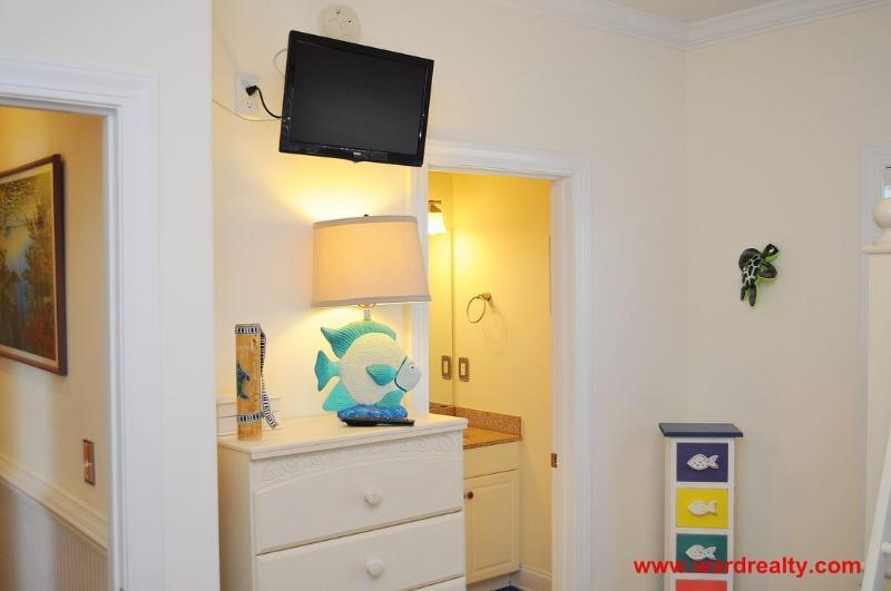 1st Floor Streetside Bunk Bedroom II