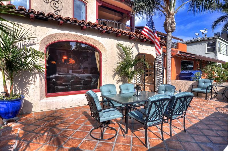 Dine outdoors and enjoy the sun in this vacation rental in Long Beach, CA!