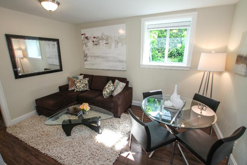 Great Location, 2 bedroom trendy Main Street, holiday rental in Vancouver