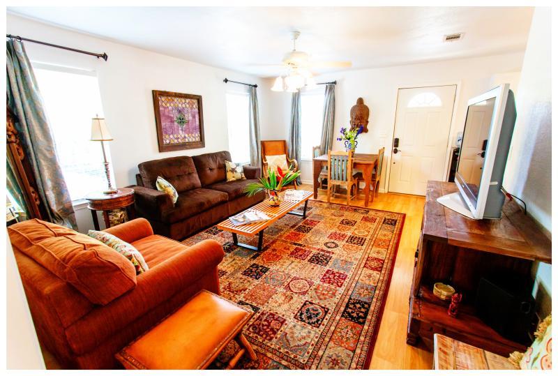 Zuid-Congres Getaway is een stijlvolle & serene GuestHouse in Travis Heights, 2 blokken van S. Congres