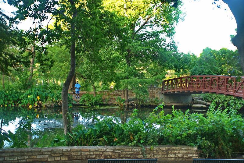 Ga voor een wandeling of draaien op Lady Bird dorp Lake!