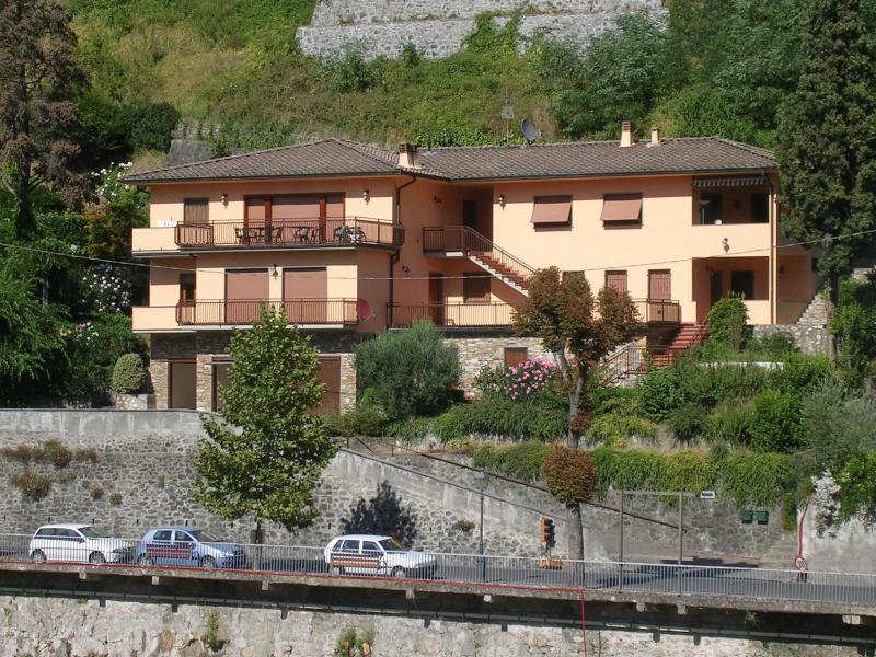 Beautiful apartment in modern villa with magnificent view, holiday rental in Bagni di Lucca