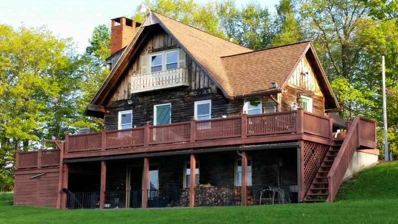 Adventure, Relaxation, Fun on 66.5 Private Acres!, location de vacances à Bainbridge