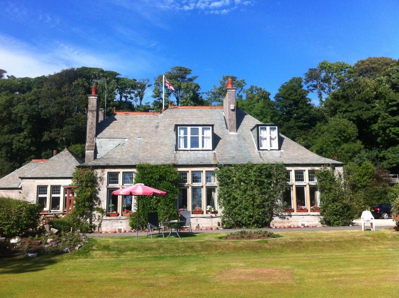 Haus Saron - Holiday Cottages by the Seaside, vacation rental in Largs