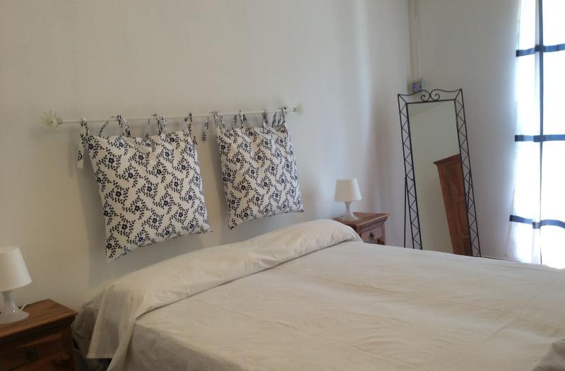 Delizioso appartamentino in villa, holiday rental in Casale Modica