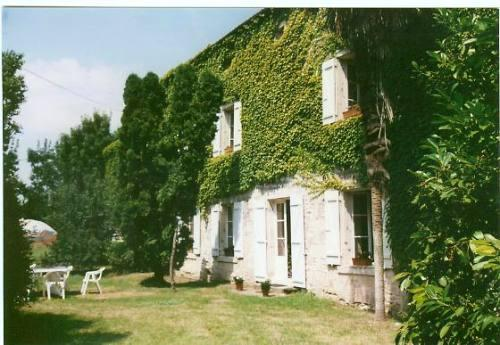 La Vallée Bed and Breakfast, vacation rental in Coulonges sur l'Autize