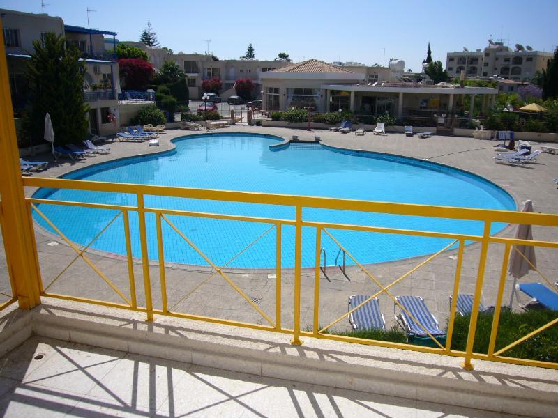 pool view apt