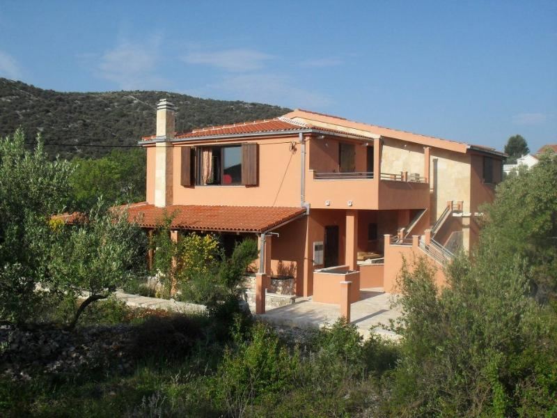 Villa Tajana, vacation rental in Vinisce