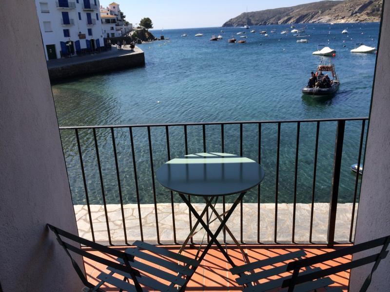 Espectaculares vistas desde el balcón encima del mar