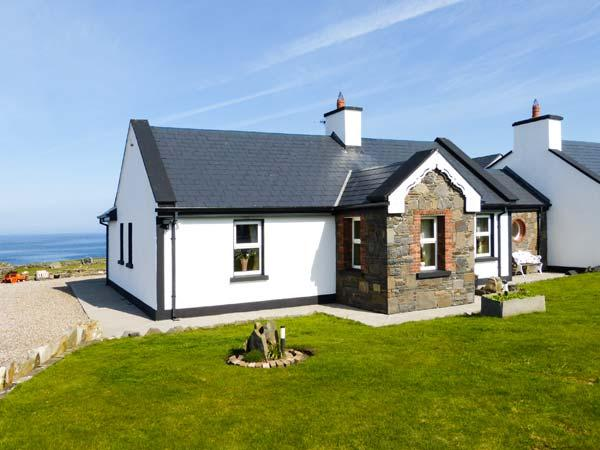 CEOL NA MARA, family friendly, with a garden in Spanish Point, County Clare – semesterbostad i Spanish Point