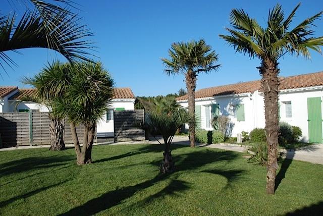 Maisons ensoleillées dans  petite résidence arborée / Piscine chauffée, vacation rental in Charente-Maritime