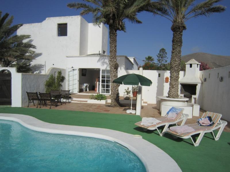 La Bodega  - Private heated pool & indoor Jacuzzi, holiday rental in Tiagua