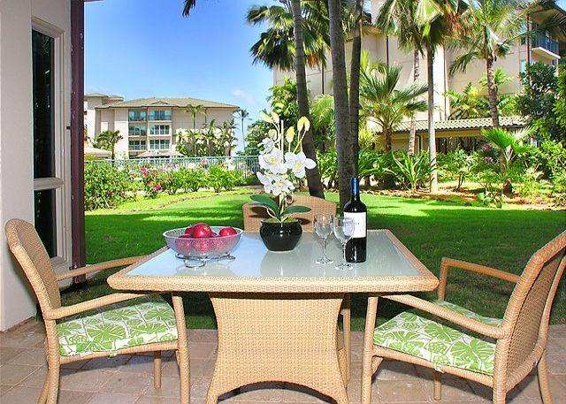 F104 Ground Floor Suite **AC** w/open lawn steps to pool / Restaurant, vacation rental in Kapaa