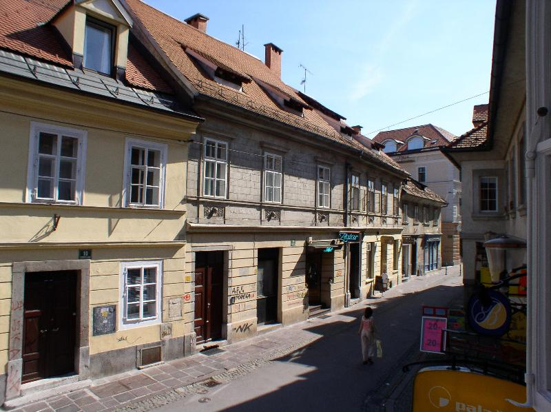 Mali trg on Trubarjeva street