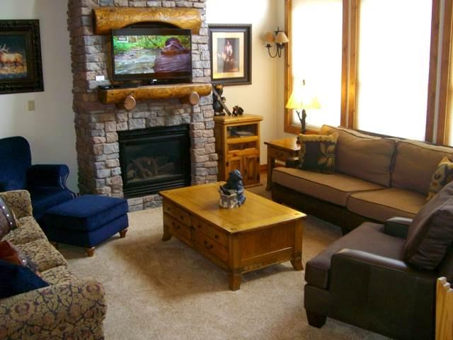 Photo of 4 Bedroom Condo with Mountain Views, Short Walk to Lifts (212695)