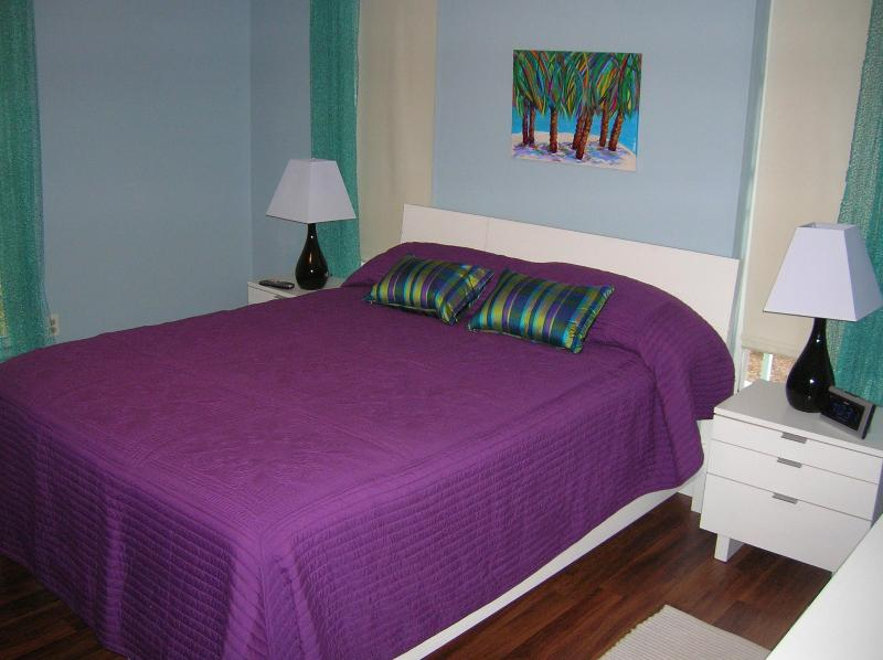 Queen bed with private full bath