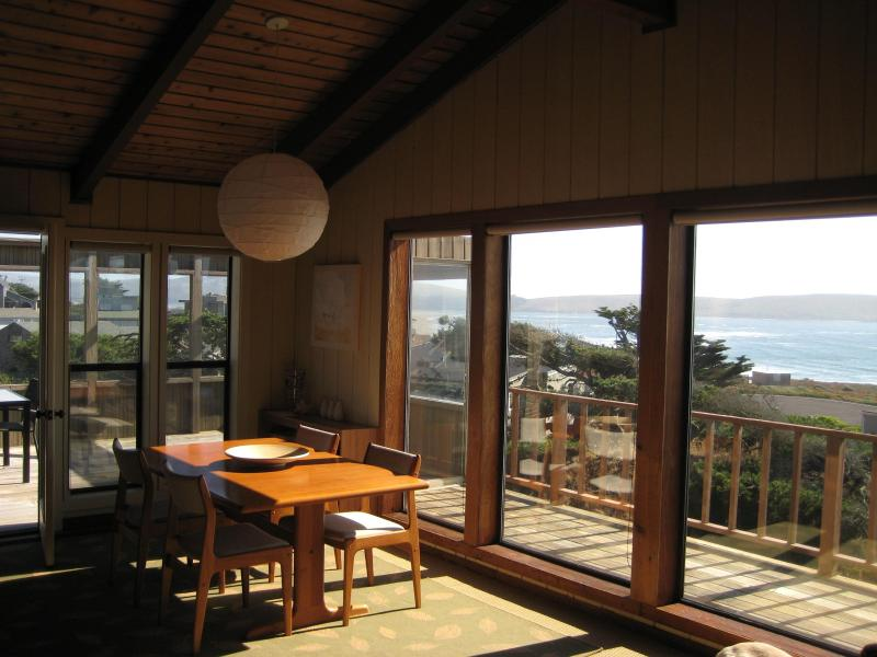 Oceanfront - Stay Steps to Beach and Surf, casa vacanza a Dillon Beach