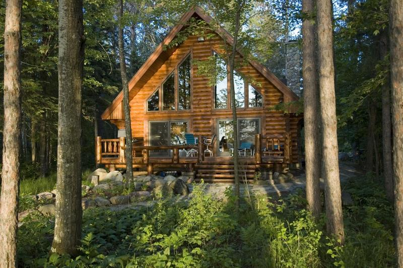 Log Home On Lake Chippewa 3 bed 2 bath Eaglesnest, alquiler de vacaciones en Radisson