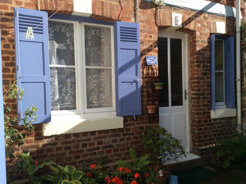 Charming cottage with courtyard, location de vacances à La Riviere-Saint-Sauveur