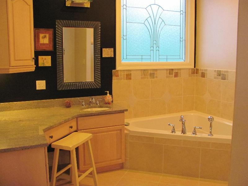 Queen Suite Bath Jacuzzi Tub