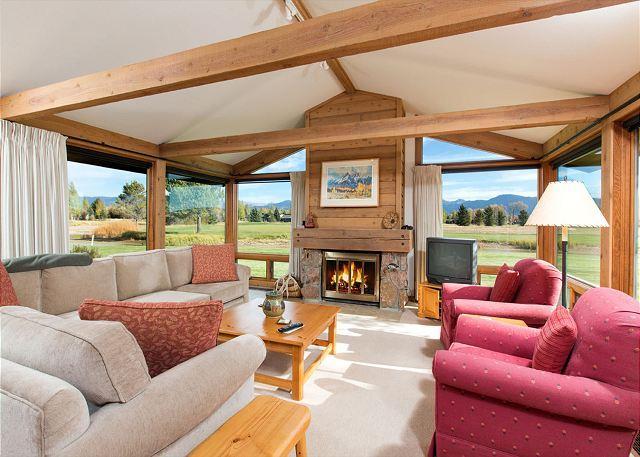 Golf Creek 15 - Living Room