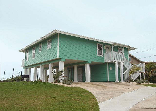 Wonderful home in the heart of Port Aransas with amazing Gulf Views!, location de vacances à Port Aransas