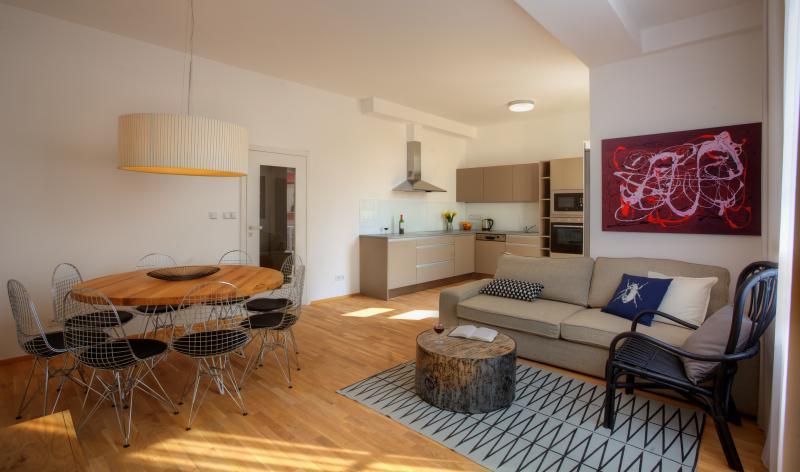 Apartamento de 3 dormitorios balcón