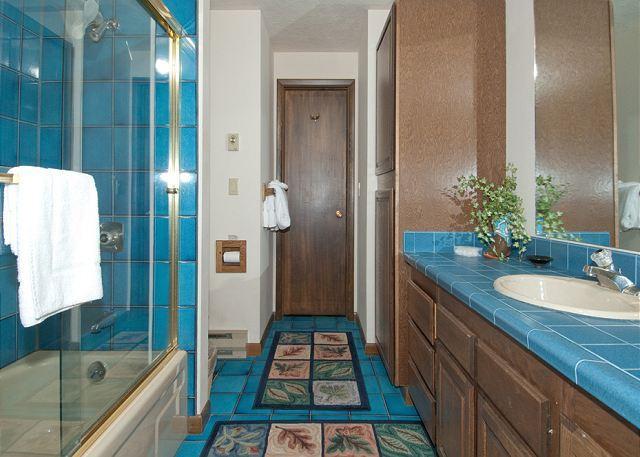 Salle de bain au sous-sol