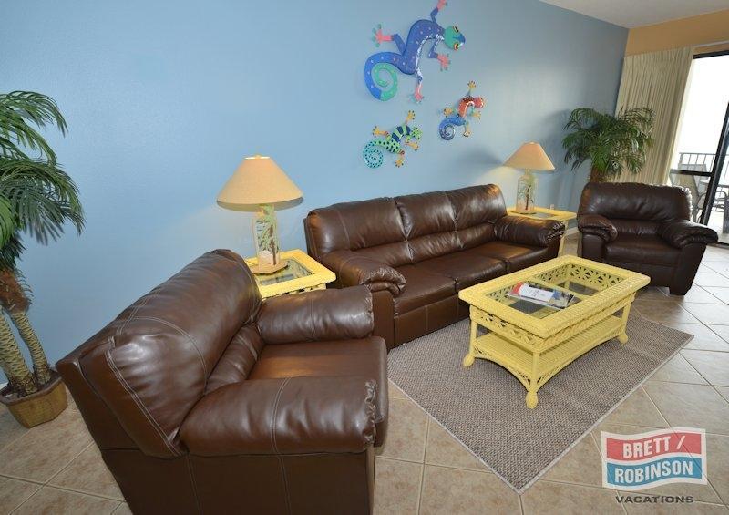 Phoenix 7 Orange Beach P7-71211 Living Room.JPG
