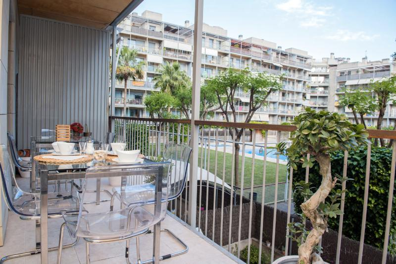 Modern apartment in Poblenou with terrace and pool, vacation rental in Barcelona