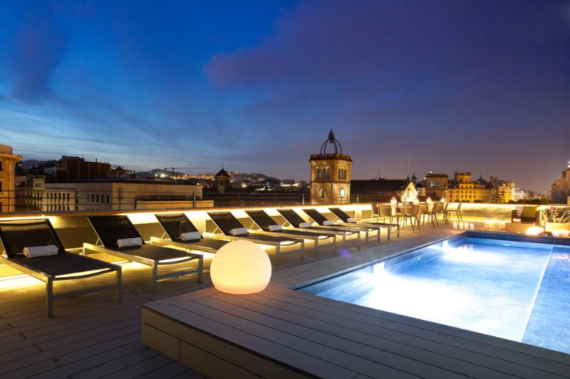 Spectacular Communal Terrace and Pool (Night Views)