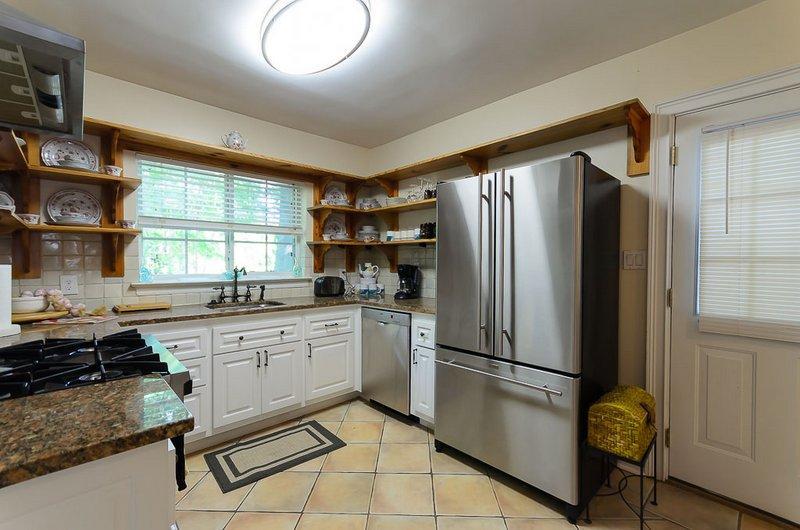 Kök med köksredskap och all utrustning som ingår