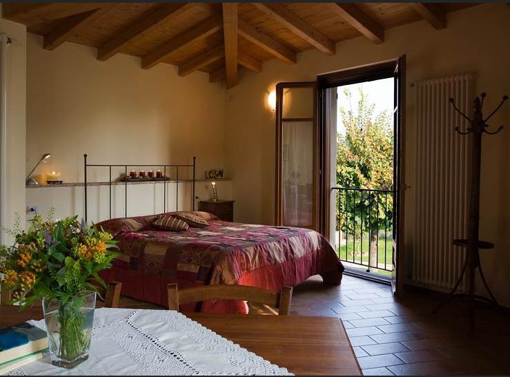 Camera Estate vicino al lago di Garda, holiday rental in Ronchi