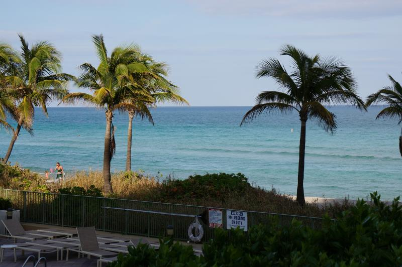 2080 OCEANFRONT ON THE BEACH  3/2 ON 1ST FL, vacation rental in Hallandale Beach