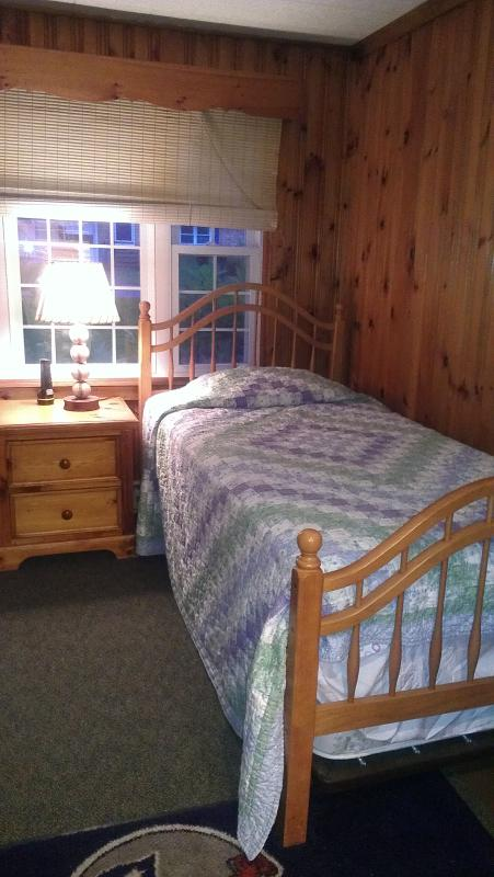 Bedroom 3 w/trundle bed